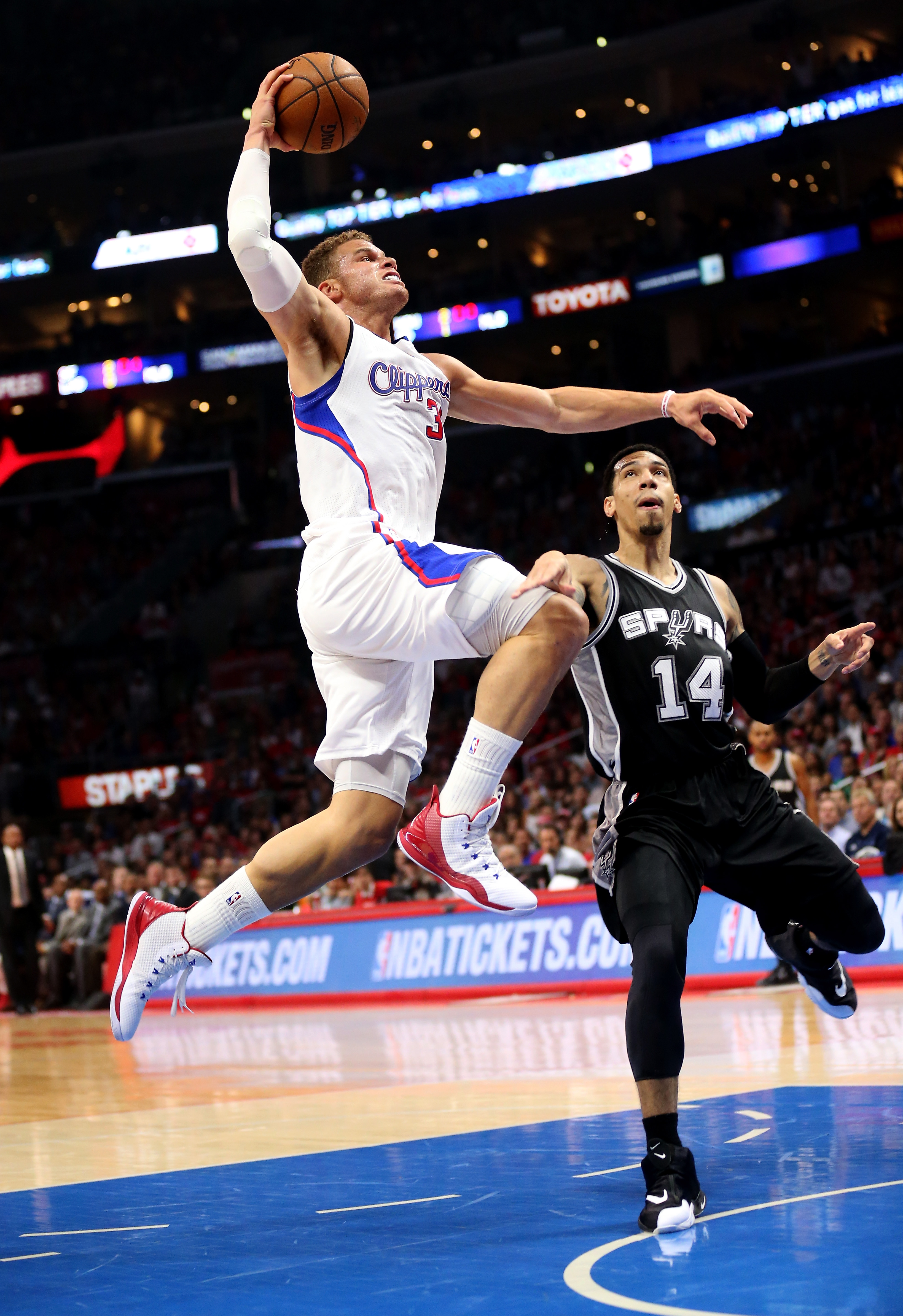 Who is in the hunt to qualify for NBA play-offs from the ...