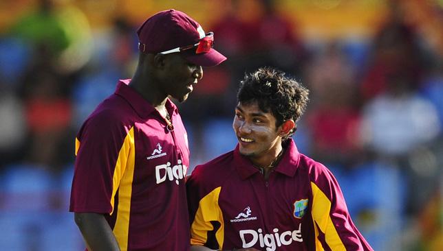 Darren Sammy (L) and Devendra Bishoo.