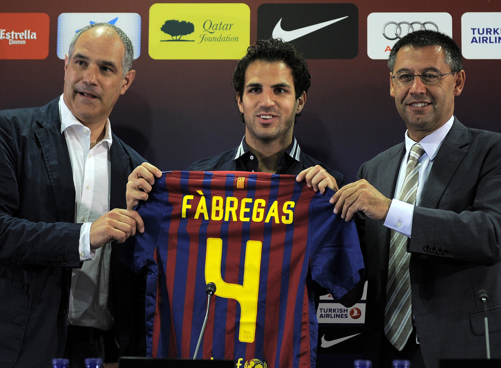 Barcelona's new player Cesc Fabregas (C)