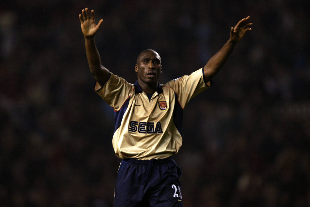 Sol Campbell of Arsenal celebrates title