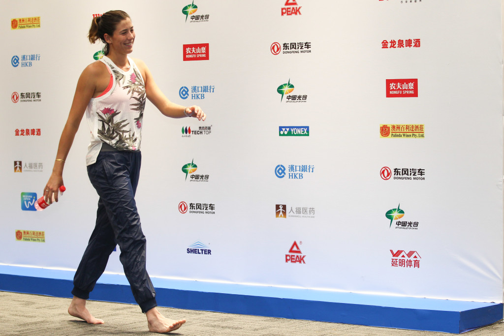 A barefoot Muguruza leaves the Wuhan press conference room (Credit: Visual China Group)