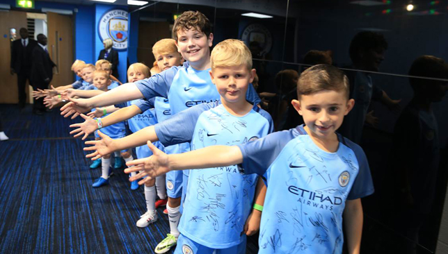 meet and greet manchester city players pictures
