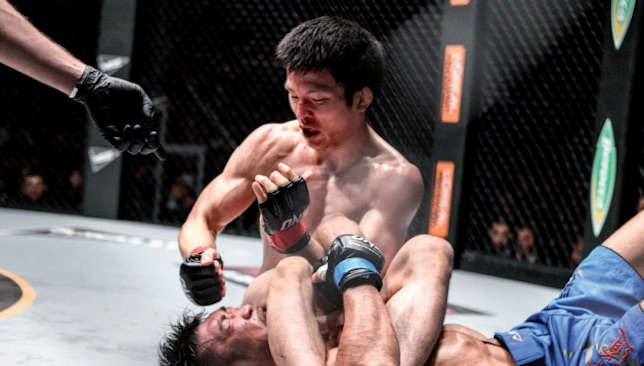 Aoki submits Koji Ando in his last ONE bout.