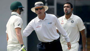 Umpire Nigel Llon steps in as Steve Smith and Ravi Ashwin exchange words.