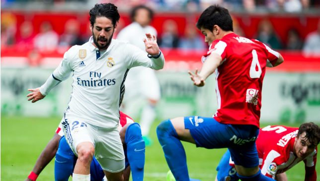 Easing past defenders: Isco