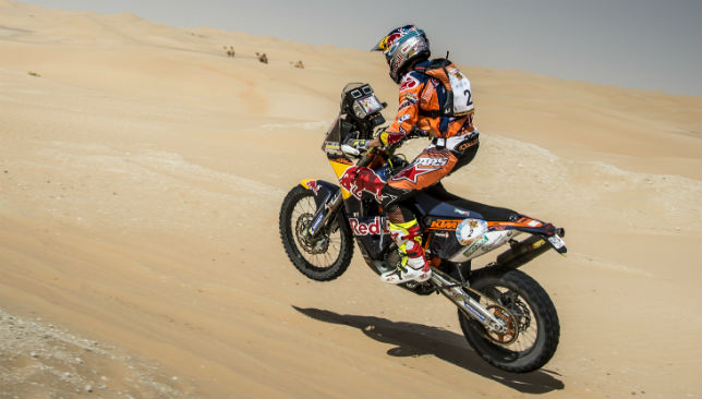 Sam Sunderland leads the Abu Dhabi Desert Challenge by 5.7 seconds after leg one.