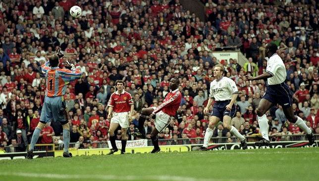 Andy Cole of Manchester United scored the winning goal.