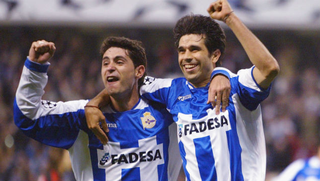 Juan Valeron (r) of Deportivo celebrates his goal with Victor.