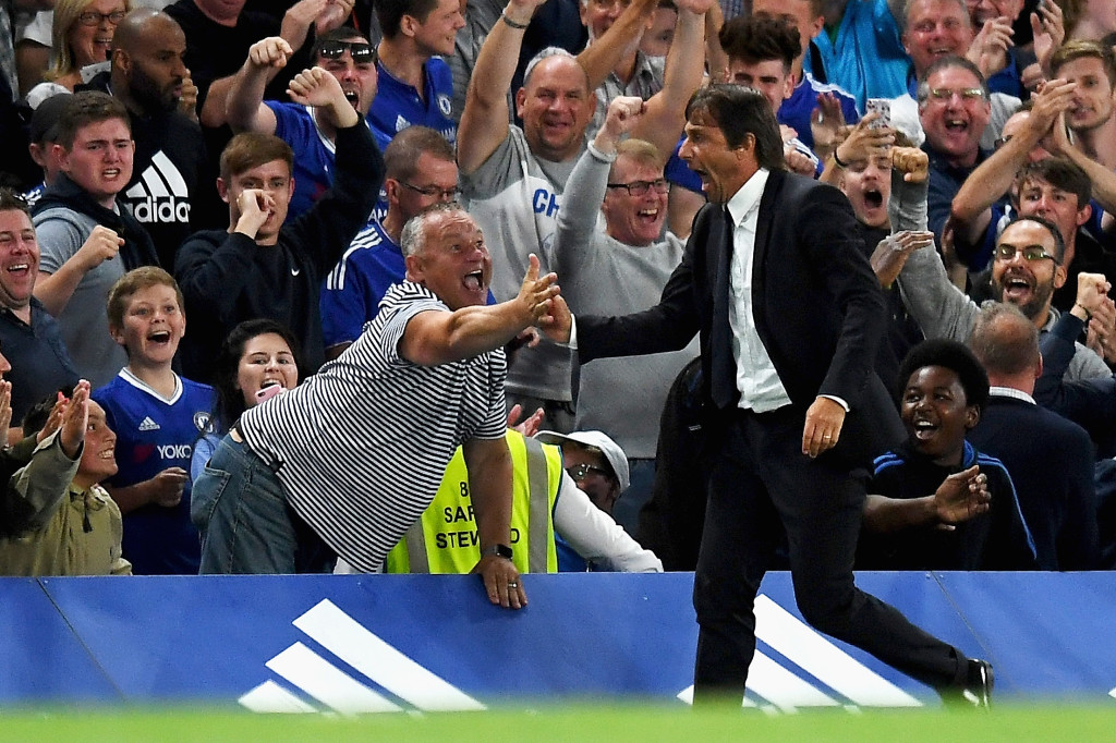 LONDON, ENGLAND - AUGUST 15: Antonio Conte, Manager of Chelsea celebrates the goal scored by Diego Costa of Chelsea during the Premier League match between Chelsea and West Ham United at Stamford Bridge on August 15, 2016 in London, England. (Photo by Mike Hewitt/Getty Images)
