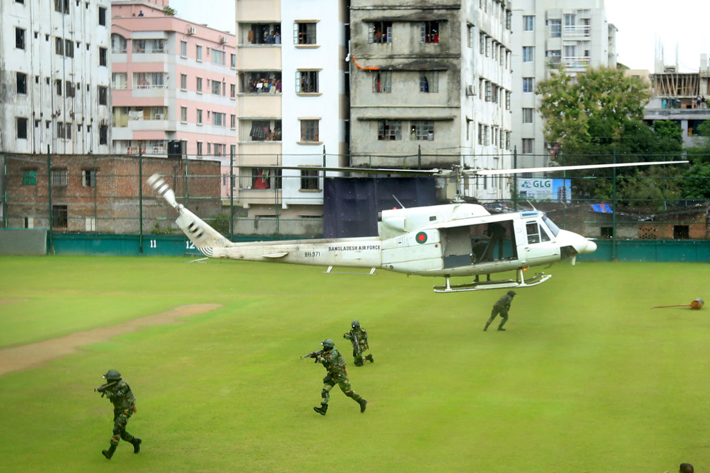 Bangladesh commandos disembark from a helicopter during a mock war game at the Sher-e-Bangla National Stadium in Dhaka on October 6, 2016, a day before the first match between Bangladesh and the visiting England team. Security forces in Bangladesh, including the army commandos, on October 6 held mock war games at Dhaka's Sher-e-Bangla National Stadium ahead of the three-match one-day international series against England. / AFP / STR (Photo credit should read STR/AFP/Getty Images)