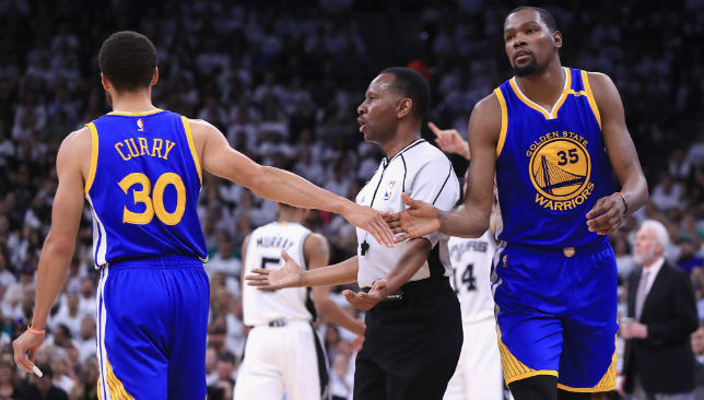 Stephen Curry (L) and Kevin Durant (R).