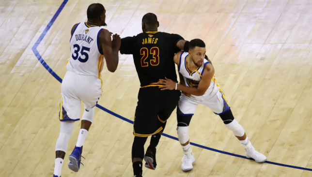 Curry, Durant lead Warriors to 2-0 lead with 132-113 rout