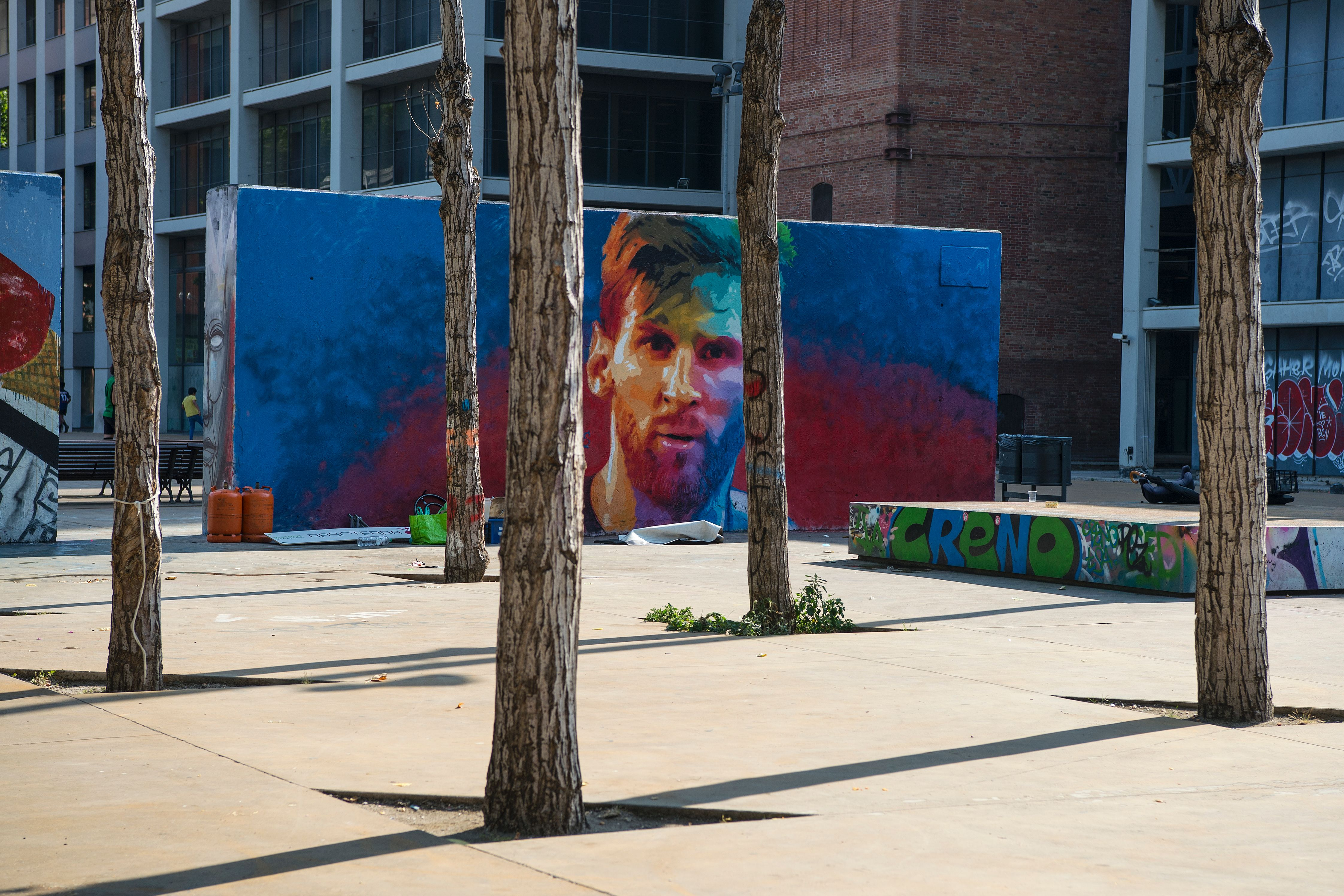 A picture taken on June 17, 2017 shows a graffiti portraying Barcelona's Argentinian forward Lionel Messi in Barcelona. / AFP PHOTO / Josep LAGO (Photo credit should read JOSEP LAGO/AFP/Getty Images)