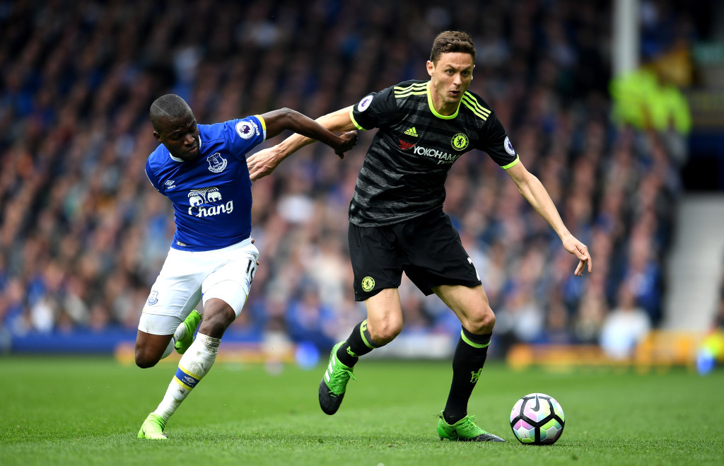 LIVERPOOL, ENGLAND - APRIL 30: Enner Valencia of Everton and Nemanja Matic of Chelsea battle for possession during the Premier League match between Everton and Chelsea at Goodison Park on April 30, 2017 in Liverpool, England. (Photo by Laurence Griffiths/Getty Images)
