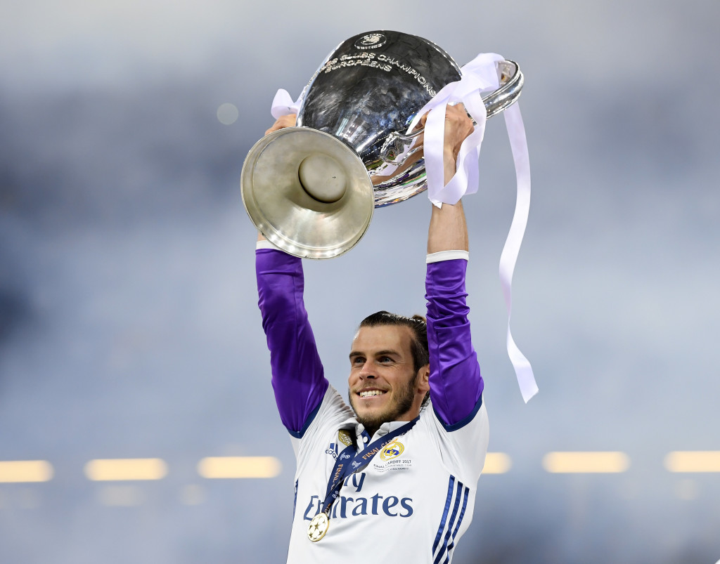 CARDIFF, WALES - JUNE 03: Gareth Bale of Real Madrid lifts The Champions League trophy after the UEFA Champions League Final between Juventus and Real Madrid at National Stadium of Wales on June 3, 2017 in Cardiff, Wales. (Photo by Matthias Hangst/Getty Images)