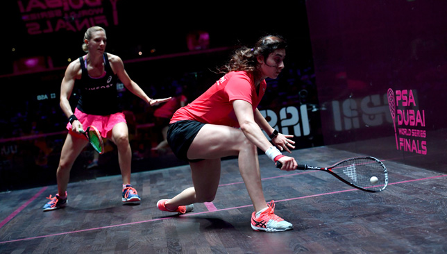Laura Massaro (L) competes against Nour El Sherbini at the PSA Dubai World Series Finals.