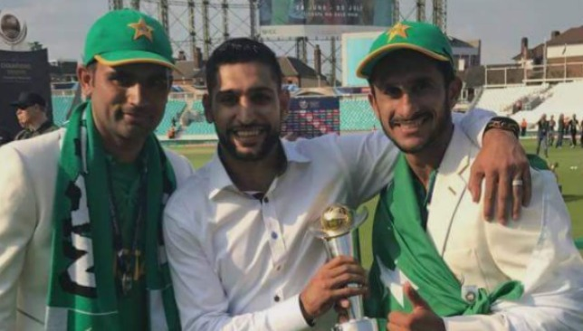 Amir Khan on the outfield with the winning Pakistan team.
