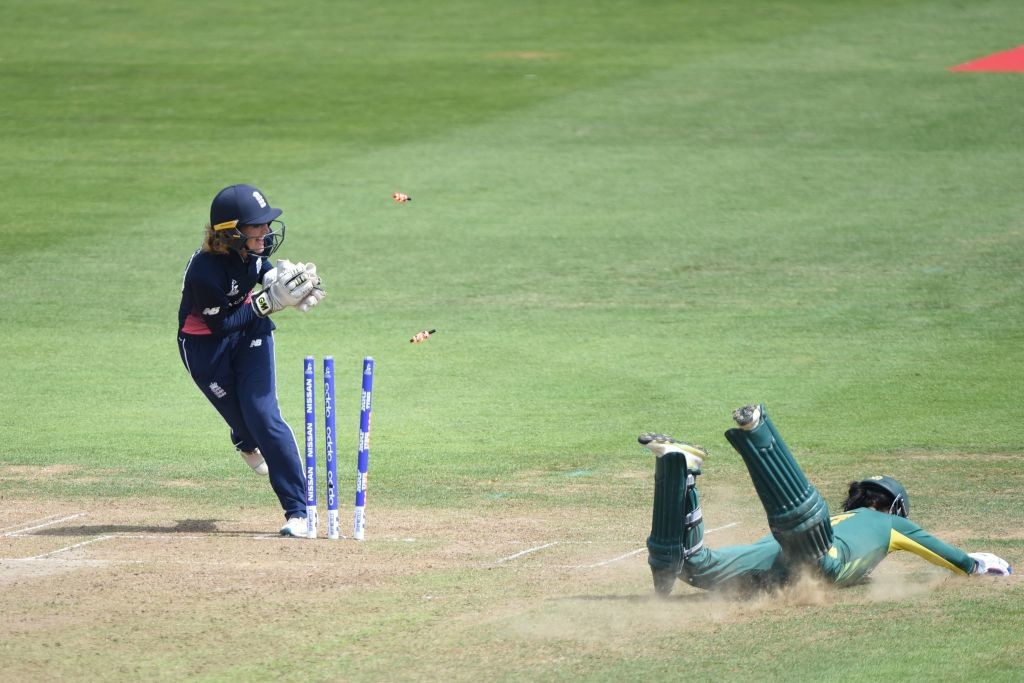 Sarah Taylor runs out a diving Marizanne Kaap.