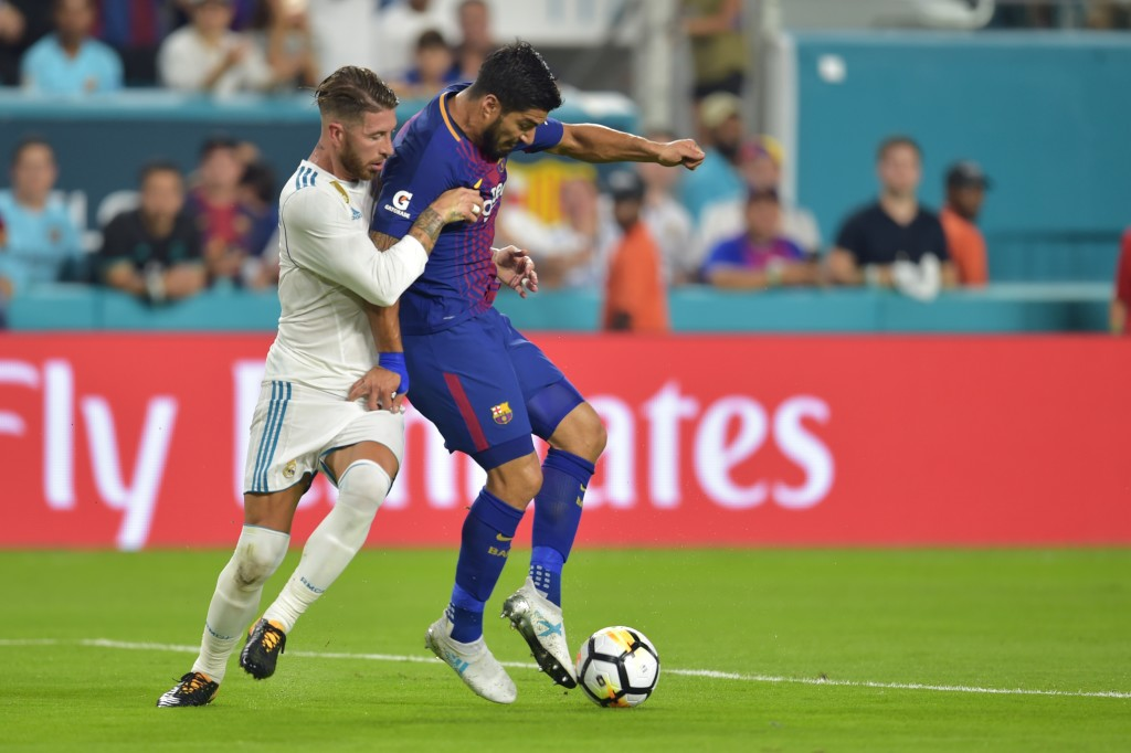 Luis Suarez (R) of Barcelona vies for the ball with Sergio Ramos (L) of Real Madrid during their International Champions Cup football match at Hard Rock Stadium on July 29, 2017 in Miami, Florida. / AFP PHOTO / HECTOR RETAMAL (Photo credit should read HECTOR RETAMAL/AFP/Getty Images)