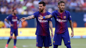Lionel Messi (L) , Neymar (R)