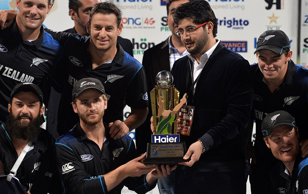 Williamson lifts the ODI trophy after New Zealand's 3-2 win.