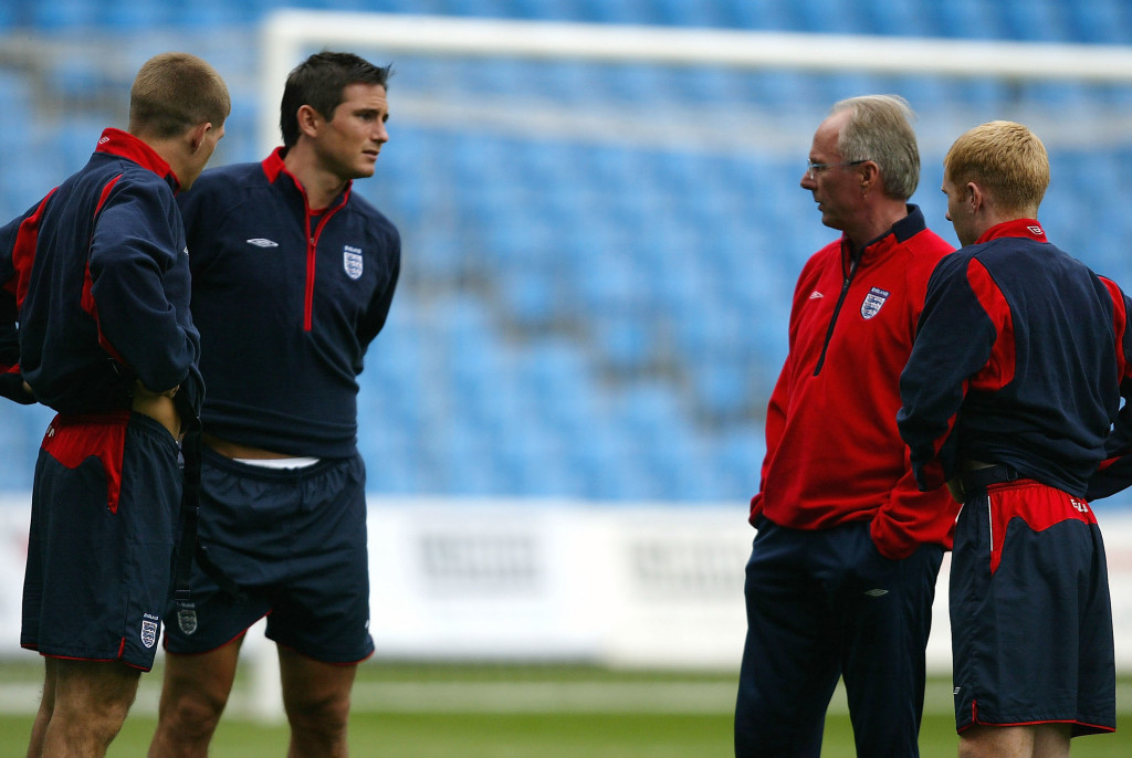 MANCHESTER, ENGLAND - MAY 31: Sven Goran Eriksson, the coach of England talks to Steven Gerrard, Frank Lampard and Paul Scholes during a training session at the City of Manchester Stadium on May 31, 2004 in Manchester, England.(Photo by Ross Kinnaird/Getty Images)