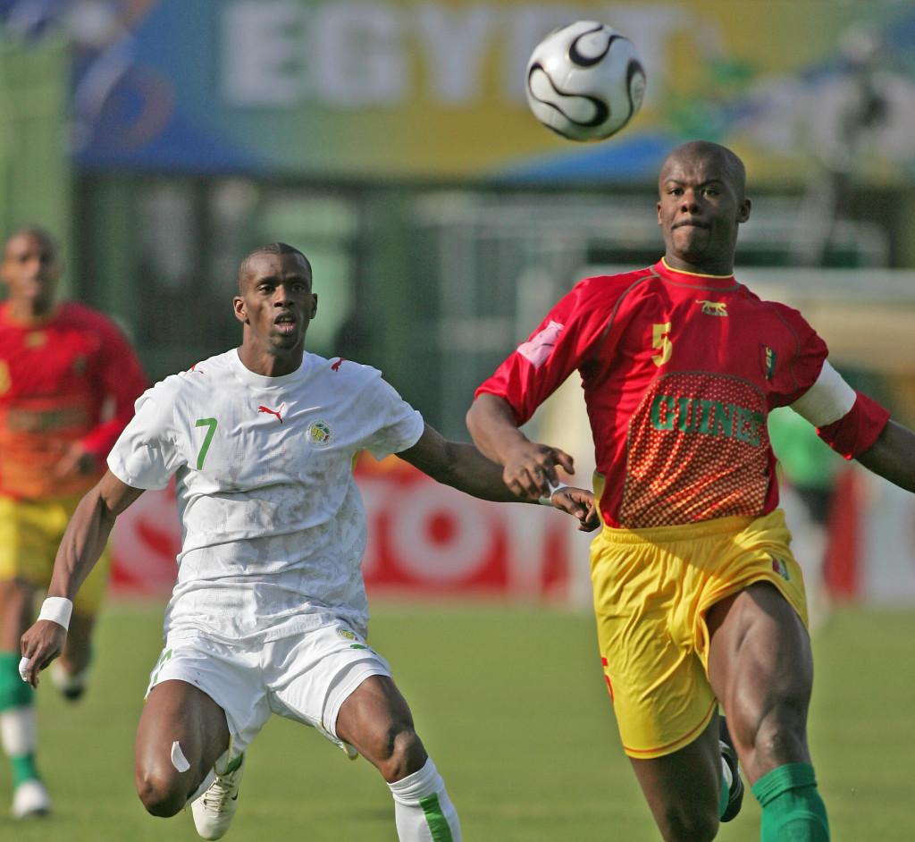 Guinean Bobo Balde (R) vies with Senegalese Henri Camara (L)
