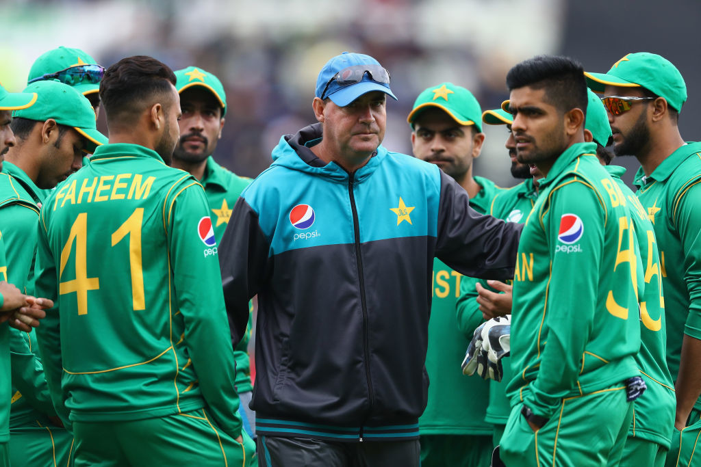 Umar Akmal receives PCB notice after outburst against Mickey Arthur