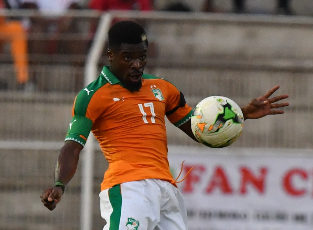 Ivory Coast's Serge Aurier controls the ball during the 2019 Africa Cup of Nations qualifying football match between Ivory Coast and Guinea at the Stade de la Paix in Bouake, on June 10, 2017. / AFP PHOTO / ISSOUF SANOGO (Photo credit should read ISSOUF SANOGO/AFP/Getty Images)