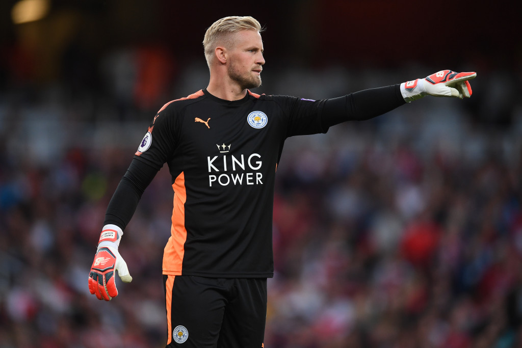LONDON, ENGLAND - AUGUST 11: Kasper Schmeichel of Leicester City directs his defence during the Premier League match between Arsenal and Leicester City at the Emirates Stadium on August 11, 2017 in London, England. (Photo by Michael Regan/Getty Images)