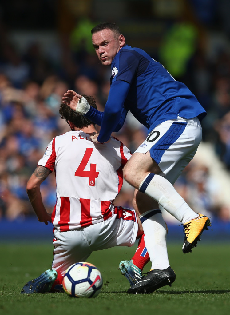 LIVERPOOL, ENGLAND - AUGUST 12: Joe Allen of Stoke City and Wayne Rooney of Everton battle for possession during the Premier League match between Everton and Stoke City at Goodison Park on August 12, 2017 in Liverpool, England. (Photo by Jan Kruger/Getty Images)