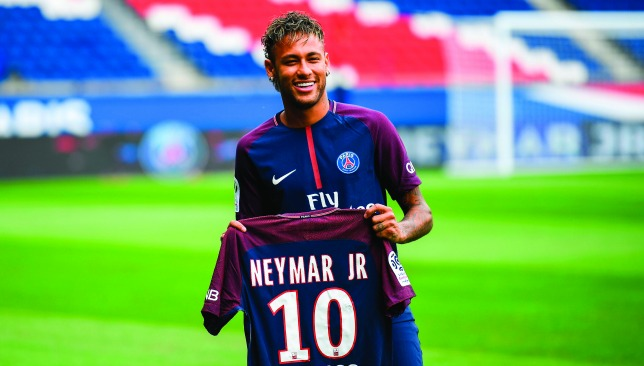 Neymar poses with his new No10 PSG shirt