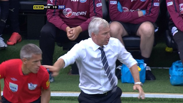 "ENTERPRISE NEWS AND PICTURES 18/8/12 PIC SHOWS: Replay of Newcastle United manager Alan Pardew pushing referee's assistant Stuart Burt after claiming that the ball went out of play during a Spurs attack during the premiership match today, shown tonight on Match of the Day on BBC1 HD. The Magpies boss apologised afterwards for his moment of ""stupidity"" and could now face a touchline ban or a fine from the FA as a result. See story..."
