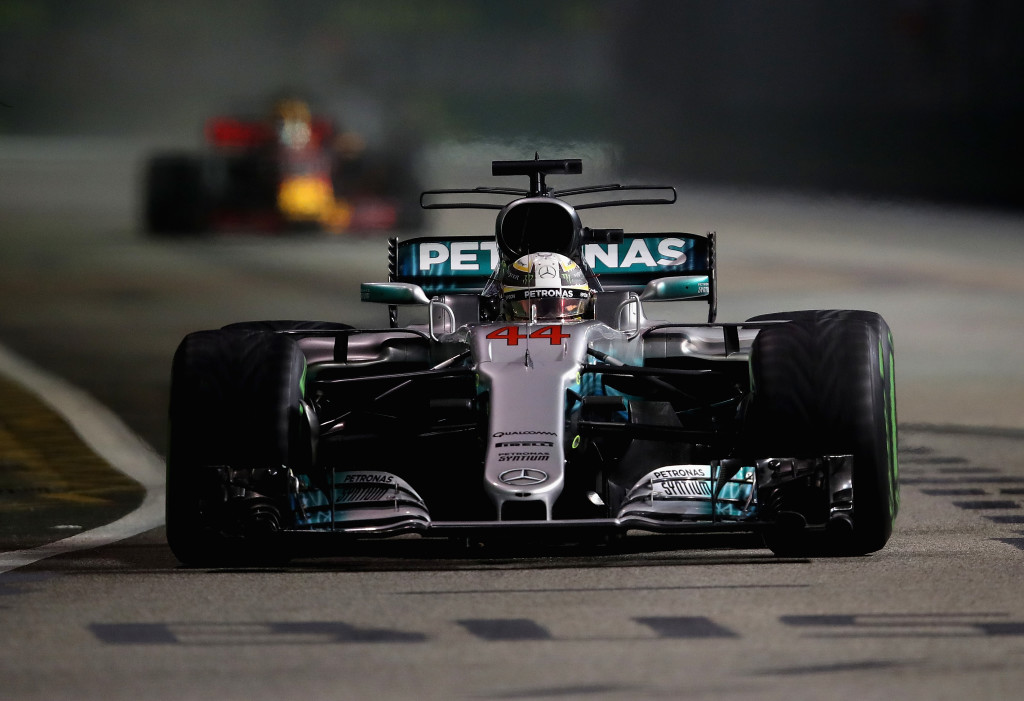Race - Hamilton wins dramatic wet-dry Grand Prix in Singapore