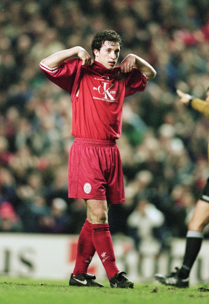 Robbie Fowler showed his solidarity with dockers in 1997.