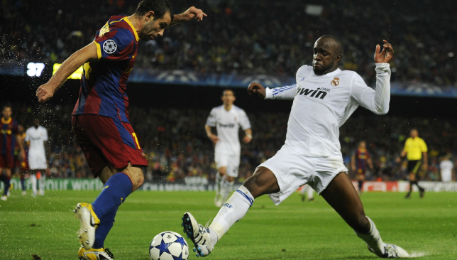Diarra tackling javier Mascherano while playing for Real Madrid v Barcelona in 2011