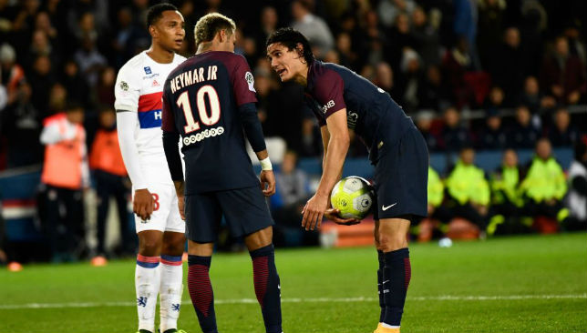 Edinson Cavani and Neymar argue over who should take the penalty.