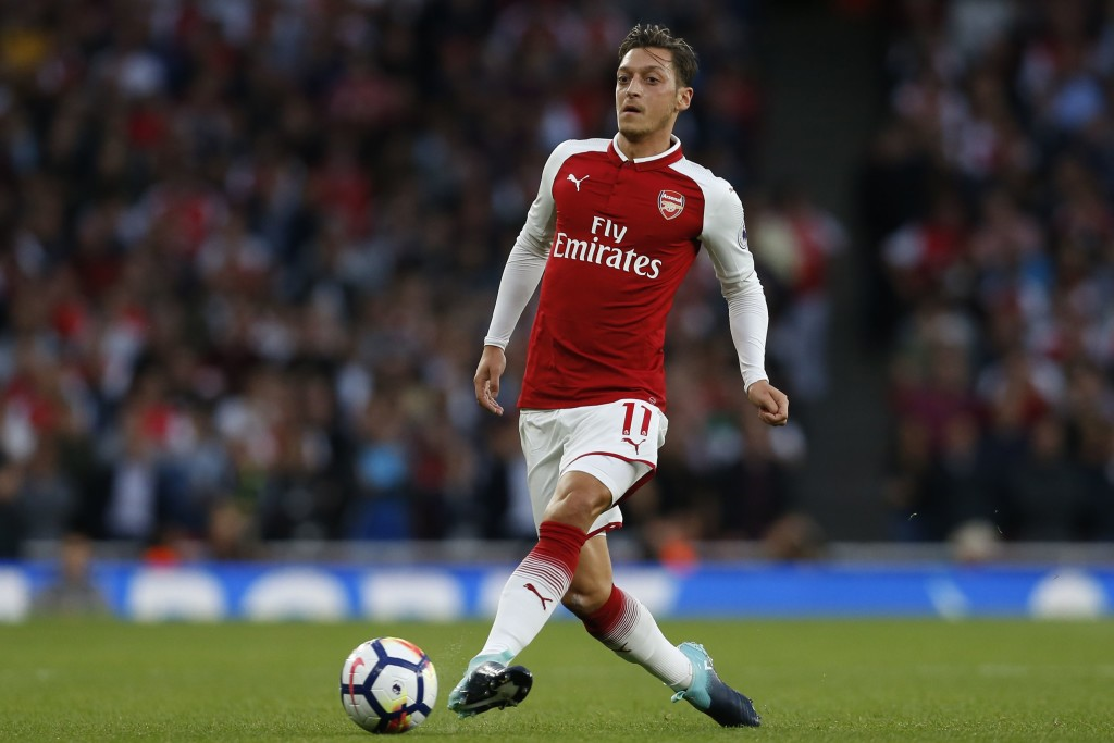 Arsenal's German midfielder Mesut Ozil passes the ball during the English Premier League football match between Arsenal and Leicester City at the Emirates Stadium in London on August 11, 2017. / AFP PHOTO / Ian KINGTON / RESTRICTED TO EDITORIAL USE. No use with unauthorized audio, video, data, fixture lists, club/league logos or 'live' services. Online in-match use limited to 75 images, no video emulation. No use in betting, games or single club/league/player publications. / (Photo credit should read IAN KINGTON/AFP/Getty Images)