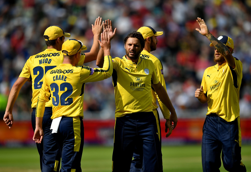 BIRMINGHAM, ENGLAND - SEPTEMBER 02: Shahid Afridi of Hampshire celebrates taking the wicket of Brendan Taylor of Notts Outlaws during the NatWest T20 Blast Semi-Final match between Hampshire and Notts Outlaws at Edgbaston on September 2, 2017 in Birmingham, England. (Photo by Dan Mullan/Getty Images)