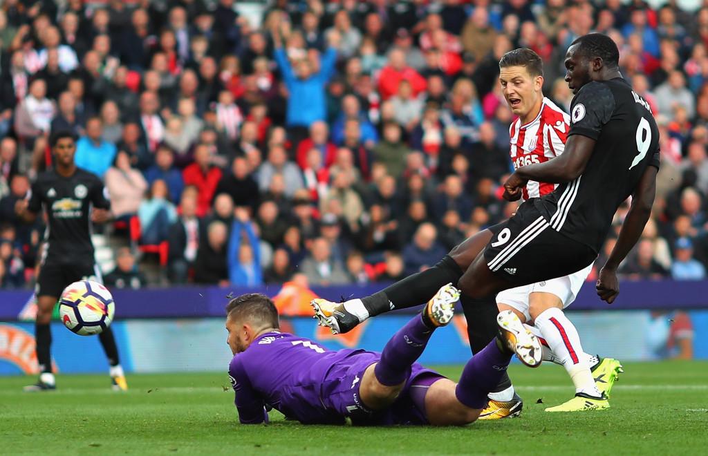 Romelu Lukaku scores United's second
