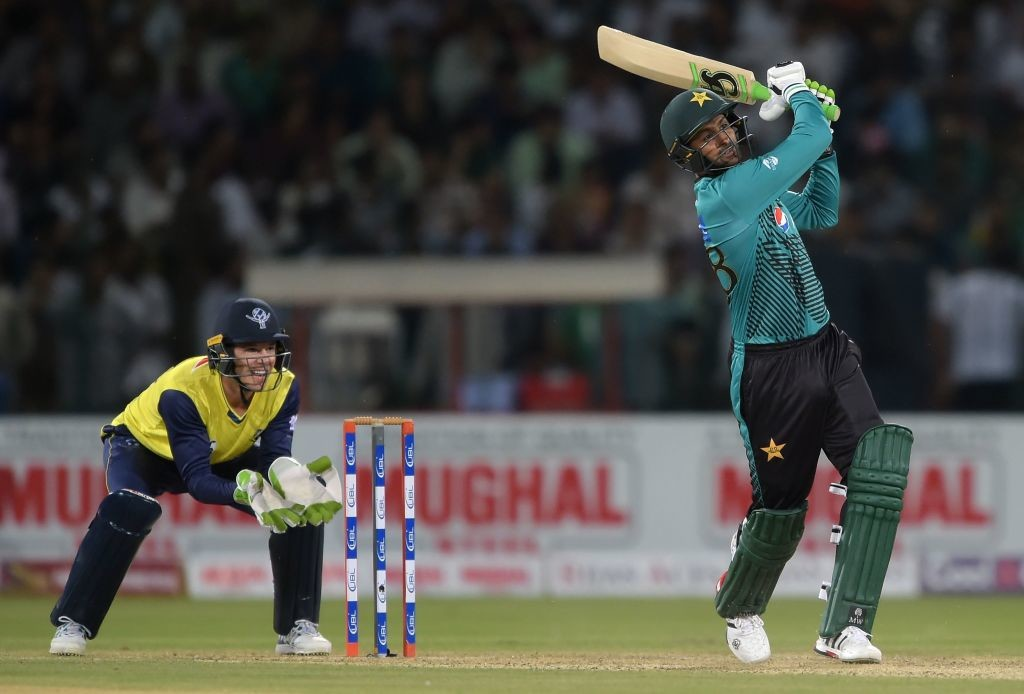 Malik tonked three huge sixes at the death to take Pakistan to 174.