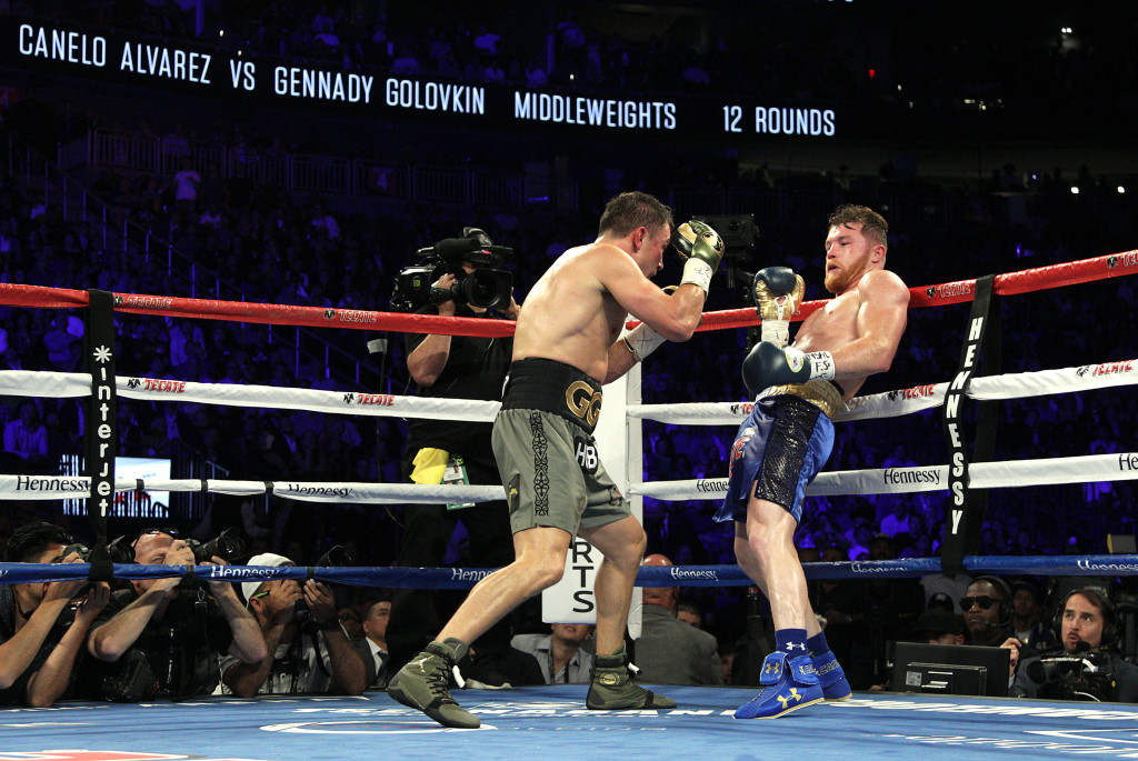 Canelo Alvarez maneuvers against Gennady Golovkin