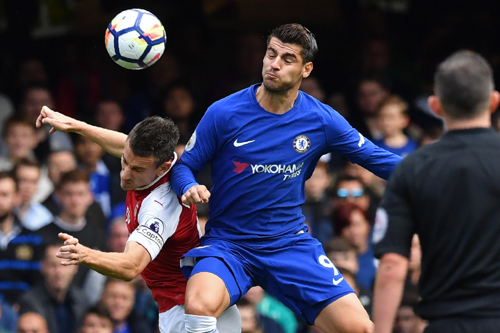 Morata vies for the ball with Laurent Koscielny