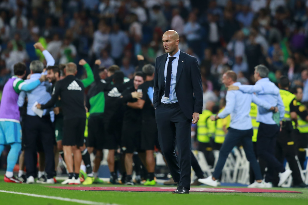 MADRID, SPAIN - SEPTEMBER 20: Head coach Zinedine Zidane of Real Madrid CF recats as Real Betis Balompie players celebrate their first goal during the La Liga match between Real Madrid CF and Real Betis Balompie at Estadio Santiago Bernabeu on September 20, 2017 in Madrid, Spain. (Photo by Gonzalo Arroyo Moreno/Getty Images)