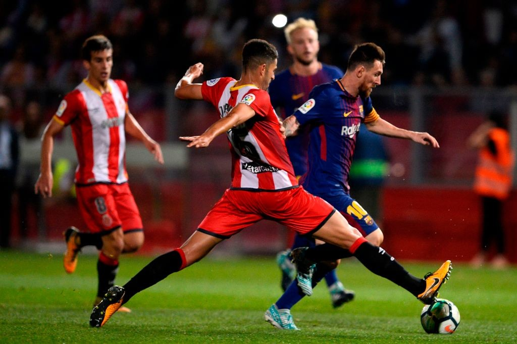 Girona's defender Juanpe Ramirez (C)