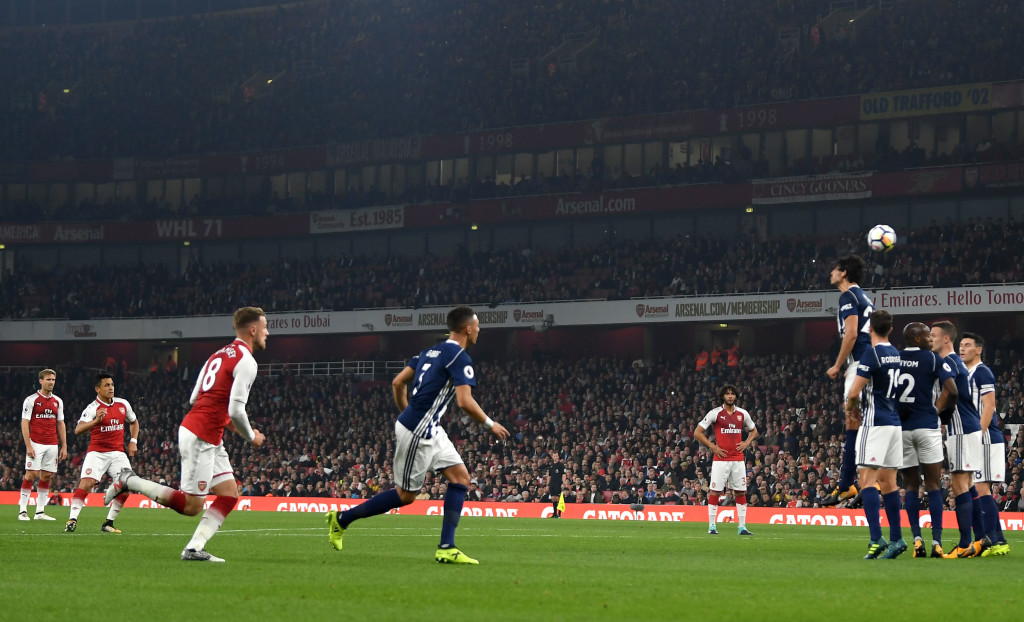 LONDON, ENGLAND - SEPTEMBER 25: Alexis Sanchez of Arsenal shoots from a free kick leading to their first goal during the Premier League match between Arsenal and West Bromwich Albion at Emirates Stadium on September 25, 2017 in London, England. (Photo by Mike Hewitt/Getty Images)