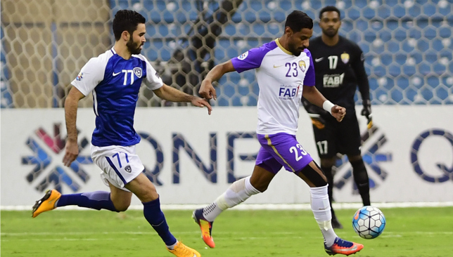 Mohamed Ahmed (r) wasted a good chance for Al Ain at 0-0