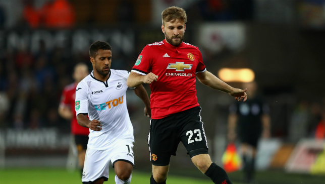 Luke Shaw hits back at Manchester United transfer rumours on Twitter