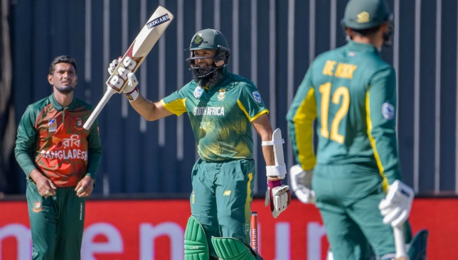 De Villiers hits 176; South Africa 353-6 against Bangladesh