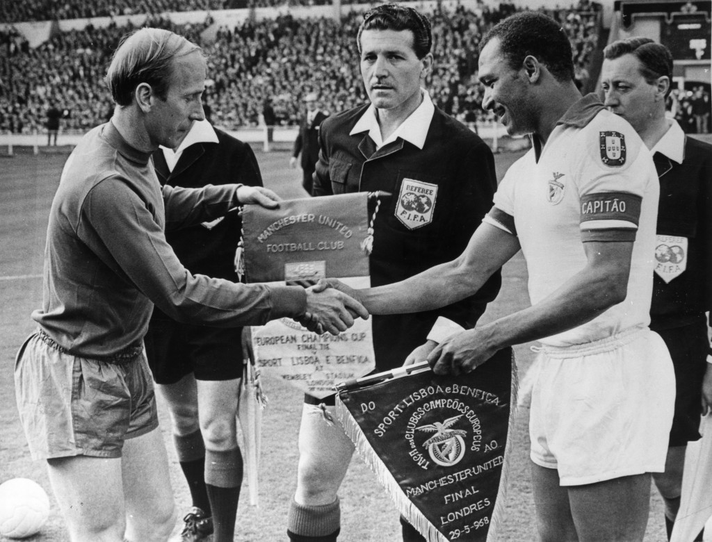 Bobby Charlton with Coluna the 1968 European Cup final